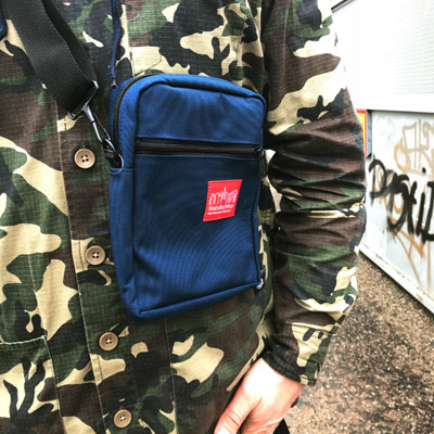 Manhattan Portage City Lights Bag Navy i gruppen Herr / Accessoarer / Väskor hos Sivletto - Skylark AB (MP-1403-NVY)