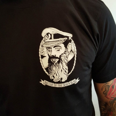 Anchor of the Seven Seas Kaparen Black Tee i gruppen Rea! / Herr / T-shirts hos Sivletto - Skylark AB (w11181)