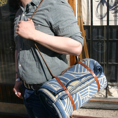 Indigofera Blanket Carrier Re-used Leather i gruppen Unionville / Accessoarer hos Sivletto (w7942)